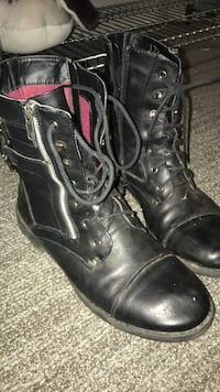 boots size 9 Bunker Hill, 25413