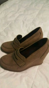 new ladies size 6 taupe  casuals  heel