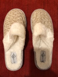 Slippers- Size Large 8/9 Centreville, 20121