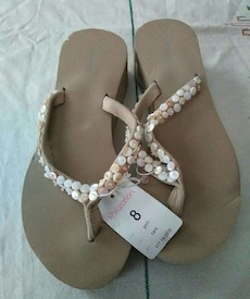 Brand new size 8 thick flip flop