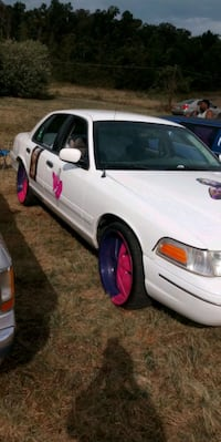 2000 Ford Crown Victoria Base Winchester