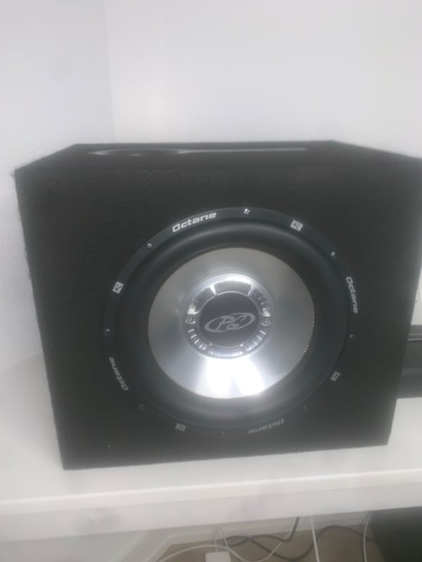 Subwoofer speaker and amp 7621da46-95be-4a33-bbd2-b42264adfcc6