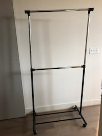 Portable and expandable garment rack in black / chrome  Washington, 20005
