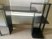 Small black desk... only cash and pick up  Alexandria, 22302