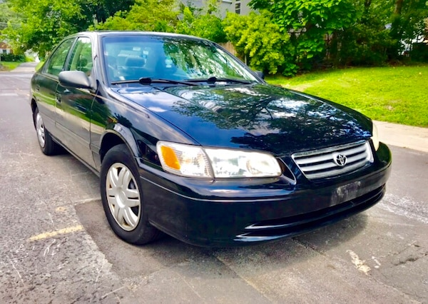 Classic year ' LOW MILES ' 2000 Toyota Camry Leather Sunroof