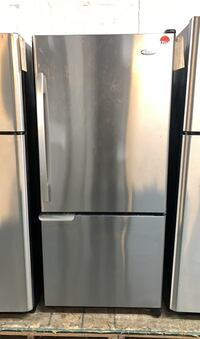 Whirlpool top freezer fridge  Toronto, M6H 4C8