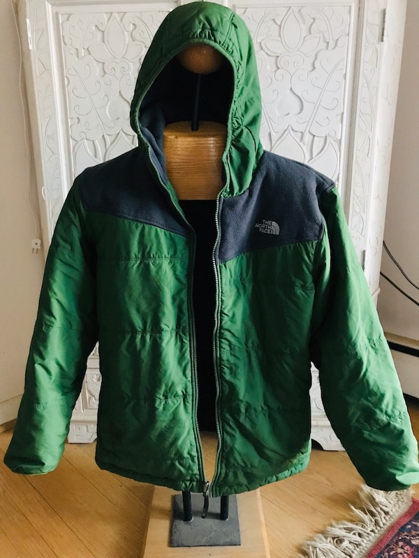 Boys 18/20 reversible North Face jacket w/ hoodie 2e61bc23-5039-4170-88b9-be39eea35175