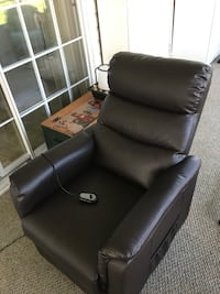 Electric power recliner -3 months old-- perfect condition Auburndale