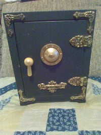Small metal safe Hedgesville
