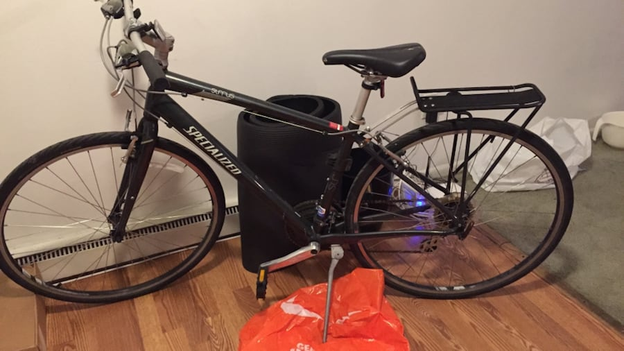 Black specialized hardtail bike and comes with lock 4fba5ce4-2eb6-431a-ab25-7b7e79dc9785