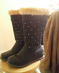 women's quilted black fur-trim snow boots Winnipeg, R3E 0R8