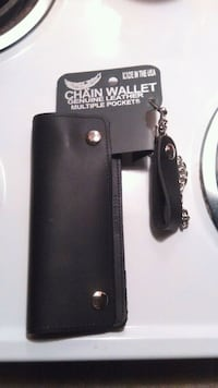 Leather Chained Wallet Tucson
