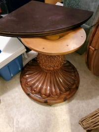 Wooden pineapple dining room table/with leaf. Lochearn, 21207