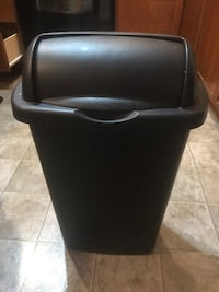 Closable tall kitchen trash can  Havelock