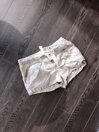 Aritzia shorts size 2 worn once  Vancouver, V6Z 1Y6