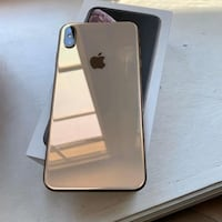 iPhone XS Max 64GB earbuds 3 cases Applecare 08/21 $899 Calgary, T2B 0E7