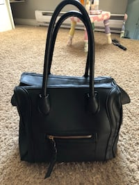 Black purse (only flaw is the little zipper on the inside doesn't zip up) either than that great condition (VERY LARGE)  Winnipeg, R2G 1N4