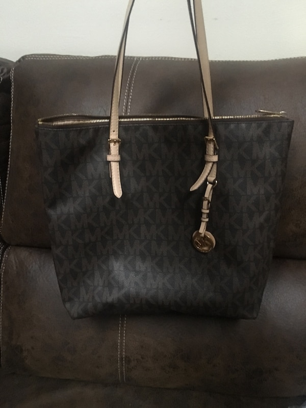 e9f61c828ecf Used Michael Kors tote purse! for sale in Fenton - letgo