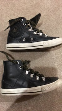 Converse leather size 12 shoes runners  Oakville, L6M 0W4