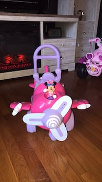 Minnie mouse plane ride-on toy