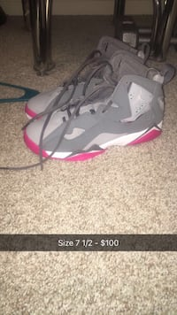 unpaired gray and red Air Jordan 7 shoe Discovery Bay, 94505