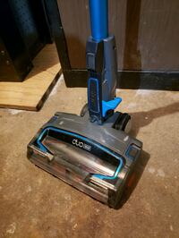 Shark Duo Clean cordless ultralight vaccum with (2) batteries.