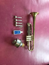 Student-level trumpet, four mouthpieces, Harmon mute Vancouver, 98683