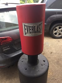 red and black Everlast stand bag Greensburg, 15601