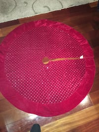 Red Tree skirt very nice only used last year  Manorville, 11949