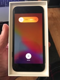 iPhone 8 Unlocked- New Condition with box TONIGHT ONLY PRICE Davenport