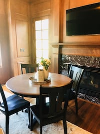 Kitchen table with 4 chairs and 2 leaves Castle Rock, 80108