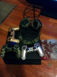 Ps4 with 4 controllers and Black opps 4 with headp Mayfield Heights, 44124