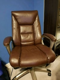 Brown leather office chair Arlington, 22201