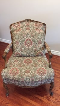 Costume design wing chair , very very good condition, like new Toronto, M3J 1Y4
