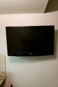 45 in HD TV with wall mount Moreno Valley, 92553