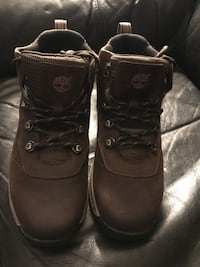 NEW TIMBERLAND WATERPROOF BOYS SIZE 5. Lowered the price Sycamore, 60178