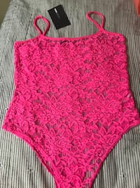 Fashion Nova Pink Mayra Lace Bodysuit. It comes with a bandeau. Size M Tampa, 33620