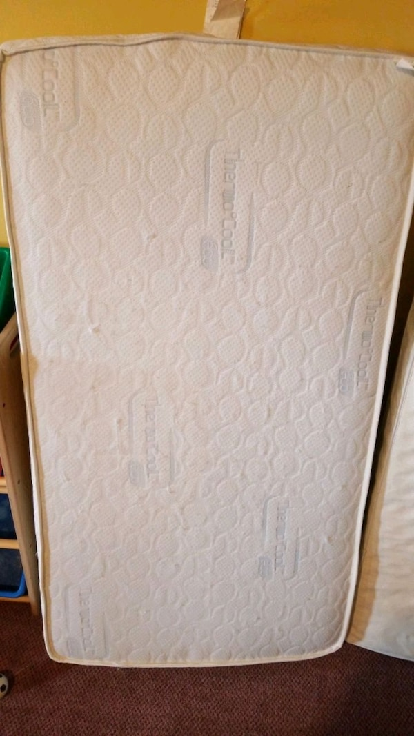 white and gray floral mattress 1fdced1c-bf68-4db3-9de9-60370ef6581a