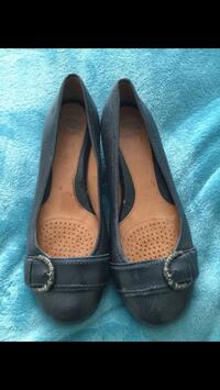 pair of women's black-and-brown suede flats Stockton, 95210