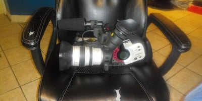 2 Canon XL 1s camcorders
