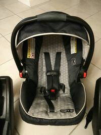 Car seat with two car bases Hialeah, 33018