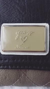 Guess Amour Collection Wallet Wasaga Beach, L9Z 2X5