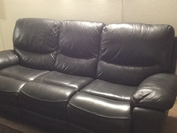 Power recliner Ashley sofa in excellent condition. ***REDUCED PRICE** 7c8270e4-b5dd-4fa0-83e6-f1e5a64a988c