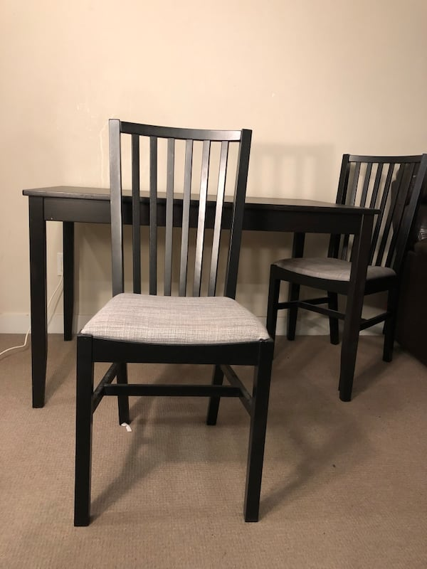Excellent condition Table and Chairs b4d64d56-654f-4a85-a647-86cc117e0b04