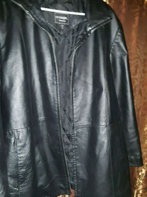 457076e2d Barely worn! Outbrook womens leather coat 90 obo