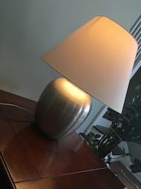 Lamp with dimmable control, metal part of shade is a little broken you will not notice it (see last pic) Chicago, 60638
