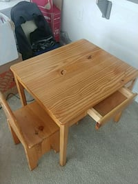 Children's solid wood desk and two chaira Gaithersburg, 20877