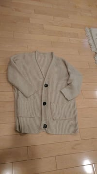Sweater - Large  Mississauga, L5N 5T7