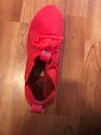 Unpaired red nike running shoe Pflugerville, 78660