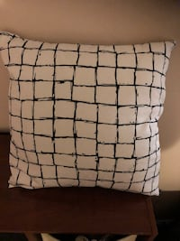 Two black and white decoration pillows Vaughan, L4J 2P2